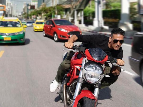 अक्षय कुमार सूर्यवंशी फिल्म फर्स्ट लुक: बैंकॉक की सड़कों पर बाइक दौड़ाते आए नजर
