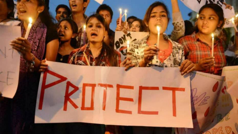 सुरक्षा की बेड़ियों में जकड़ी आज़ाद भारत की लड़कियां