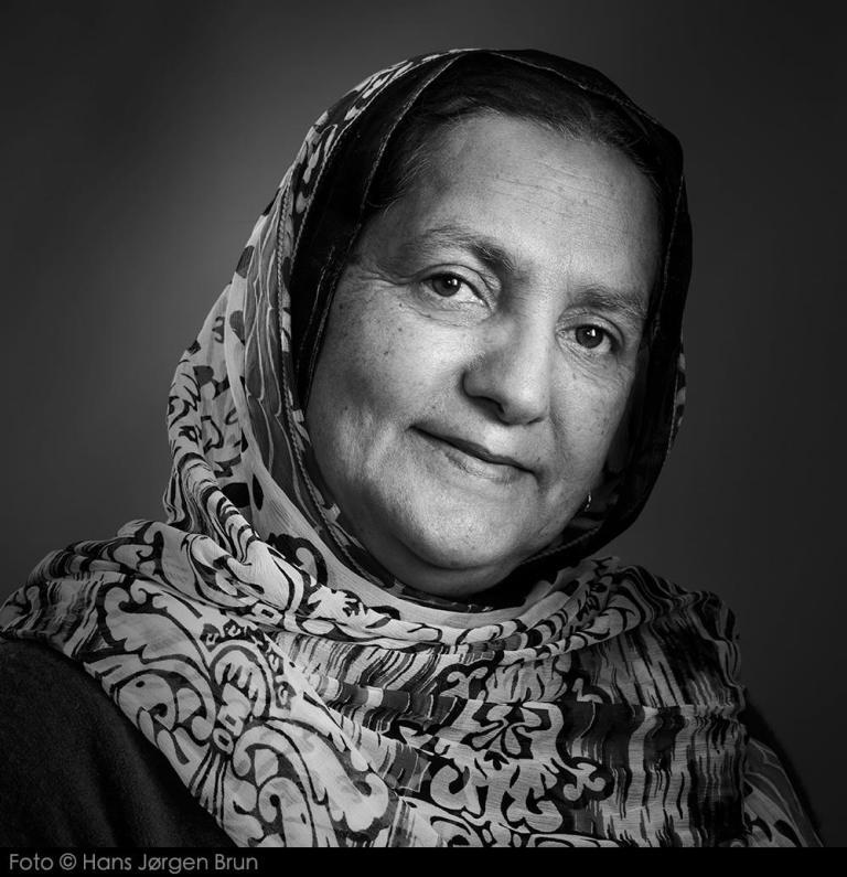 परवीना एंगर: कश्मीर के 'गायब' हुए लोगों की लड़ाई लड़ने वाली आयरन लेडी