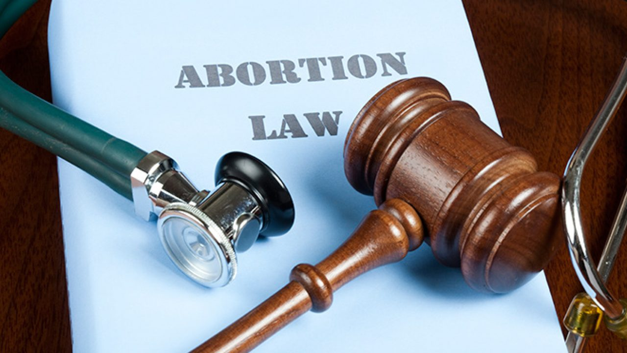अदालतों में बढ़ रही हैं गर्भसमापन की अनुमति से जुड़ी याचिकाएं : रिपोर्ट