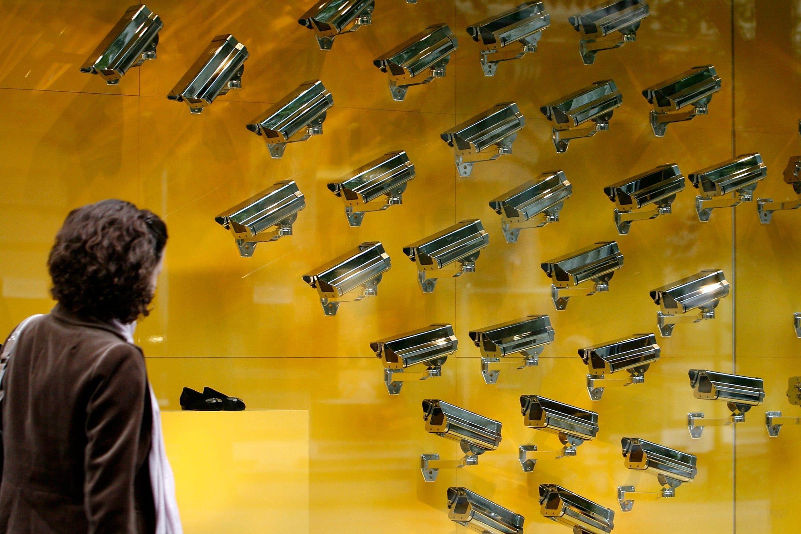 औरतों की आज़ादी पर होगा अब कैमरों का सर्विलांस