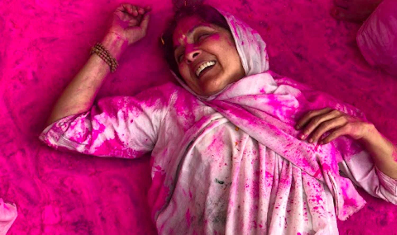 महिला-विरोधी फिल्मों के बीच पितृसत्ता की बेड़ियां तोड़ती फ़िल्म 'द लास्ट कलर'