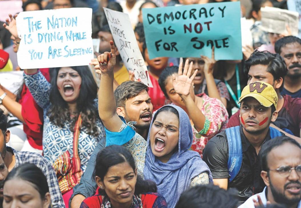 भारत का लोकतंत्र खतरे में, कई रिपोर्ट्स दे रही गवाही
