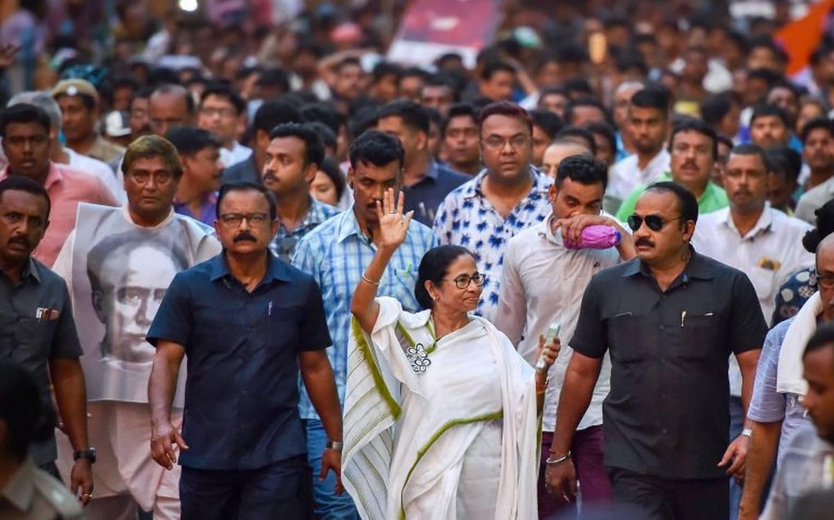 निजी मसले उछालती बंगाल की राजनीति में कैसे होगा महिलाओं का विकास