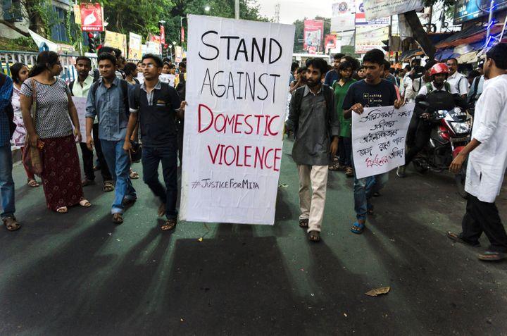 घरेलू हिंसा को रोकने के लिए इसे पहचानना भी ज़रूरी है