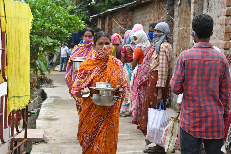 कोविड-19: घरेलू कामगार के रूप में काम कर रही महिलाओं की चुनौतियों का आंकलन ज़रूरी