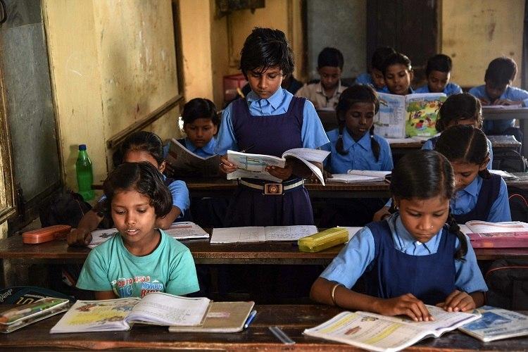 शिक्षा में क्यों पीछे छूट रही हैं ग्रामीण दलित लड़कियां