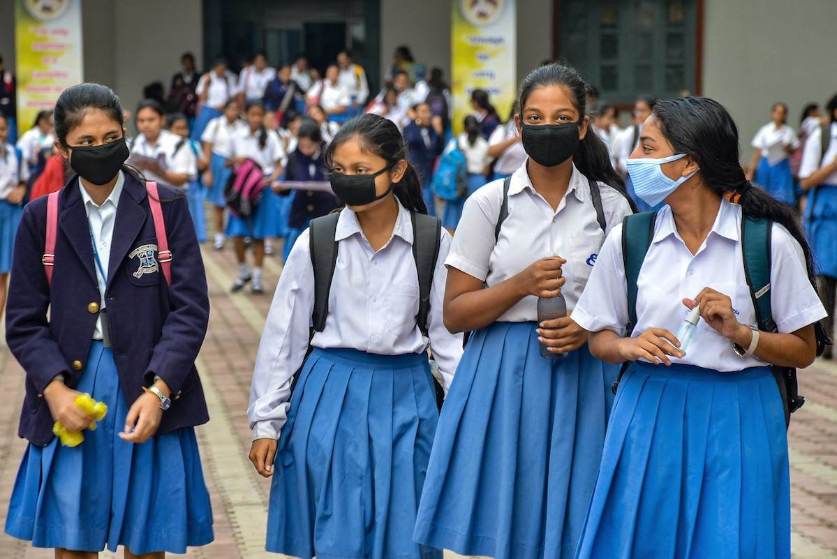 ऑनलाइन क्लास के बाद स्कूल और ग्रामीण क्षेत्रों में किशोरी शिक्षा की नयी चुनौती