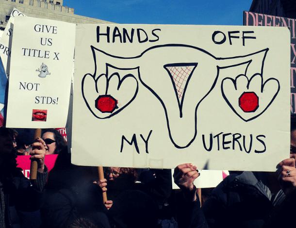 क्या होता है सेल्फ मैनेज़्ड अबॉर्शन और क्यों महिलाएं कर रही हैं इसका रुख़