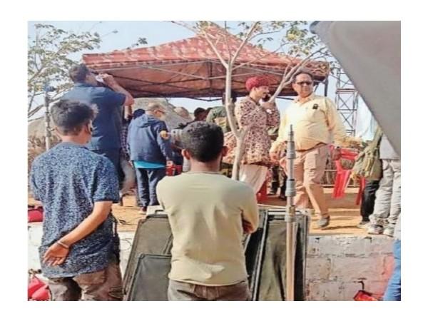 बच्चन पांडे की शूटिंग देखने के लिए भीड़