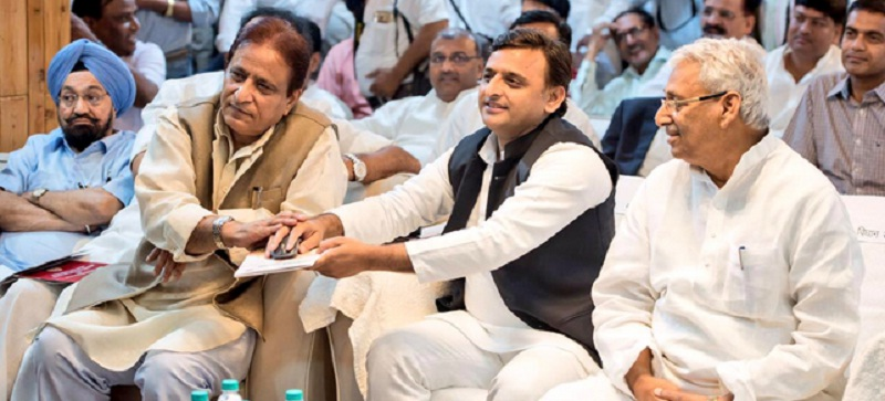 फाइल फोटो - मुख्यमंत्री अखिलेश यादव के साथ आजम खान।