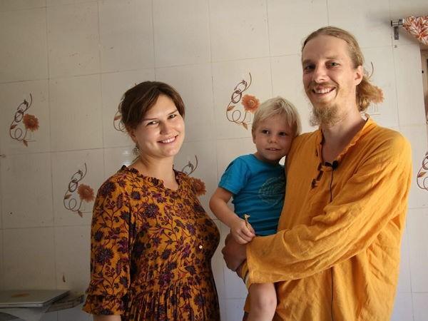 द्वारका में ठहरे रूस के पति-पत्नी, व्यवस्था से खुश