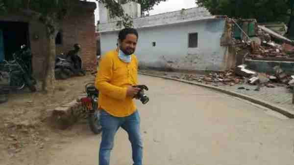डायरेक्टर ने गांव जाकर सुने विकास की दबंगई के किस्से