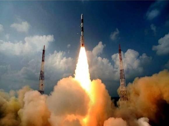 पीएसएलवी ने आठ उपग्रहों से साथ भरी सफल उड़ान