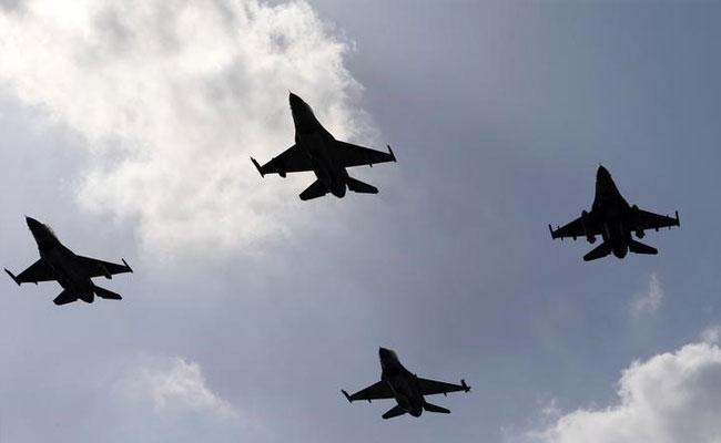 इस्लामाबाद के आसमान में दिखें एफ-16 विमान