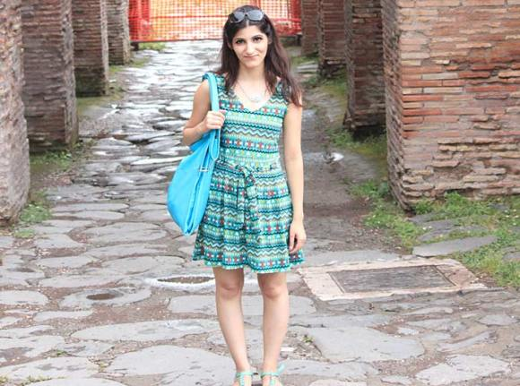 shilpa_ahuja_travel_summer_look_outfit_rome_italy_green_dress_bag_sandal_turquoise