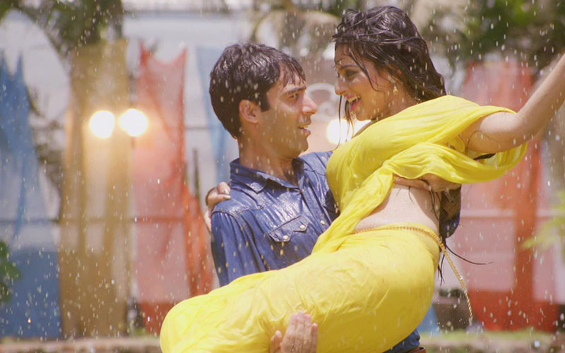 Songs that you can listen with your BAE during Monsoon
