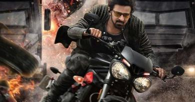 prabhas-starrer-saaho-has-raised-the-heat-with-the-new-action-filled-poster-and-were-super-excited