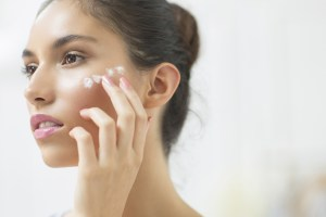 how to keep skin moist in winter