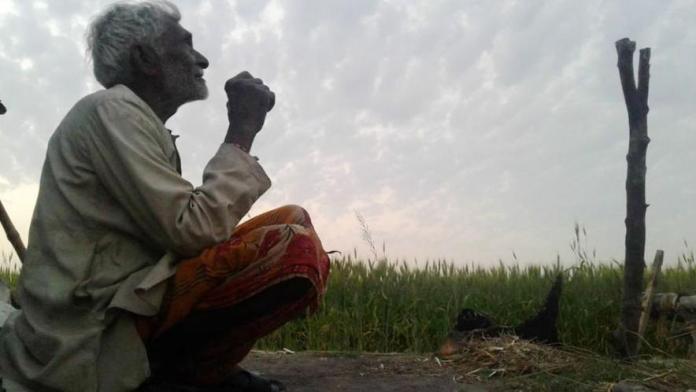 आहत किसानों ने की आत्महत्या