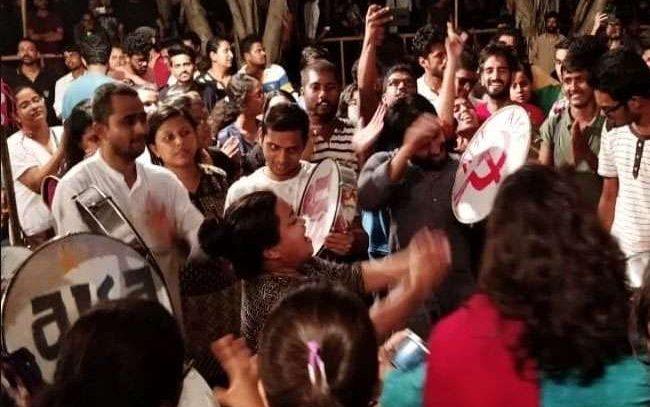 जेएनयू कैंपस में उग्र भीड़ का हंगामा