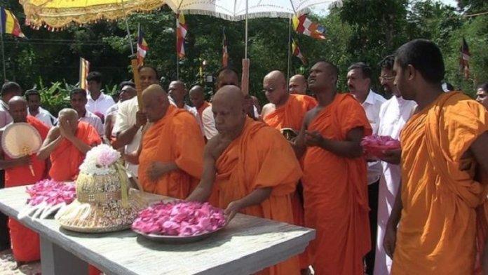 बौद्ध धर्मगुरु वारकागोडा ज्ञानरत्न तेरो