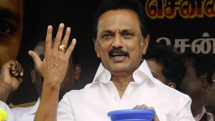 द्रमुक सुप्रीमो स्टालिन तमिलनाडु में जल-संकट के खिलाफ विरोध-प्रदर्शन को सम्बोधित करते हुए (साभार हिंदुस्तान टाइम्स)