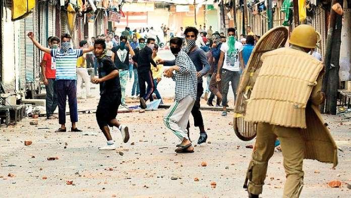 पत्थरबाजों की गिरफ्तारी