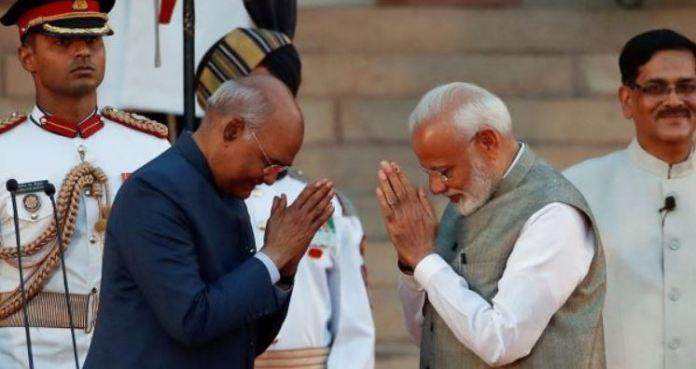 राष्ट्रपति कोविंद के साथ मोदी