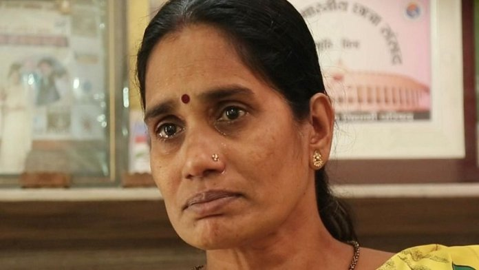 फाँसी टलने से नाराज निर्भया की माँ आशा देवी ने दिल्ली सरकार और कोर्ट पर लगाए दोषियों को बचाने का आरोप