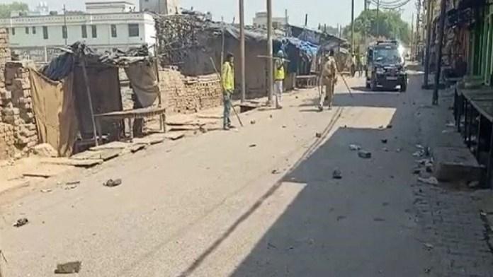 अलीगढ़अलीगढ़ में पुलिस पर हमला