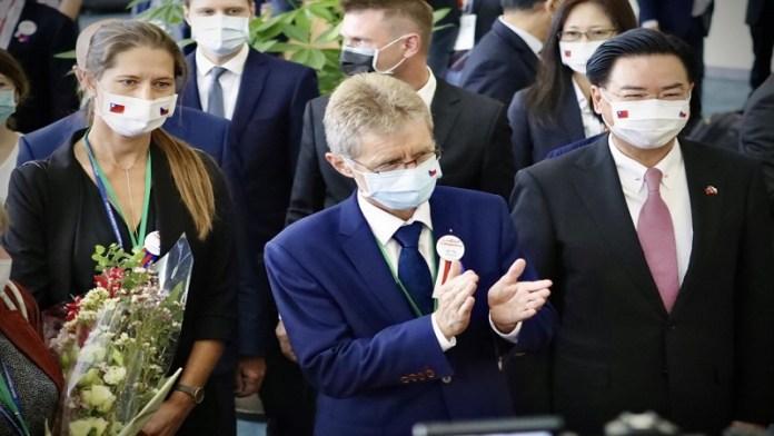 चेक गणराज्य चीनी विदेश मंत्री