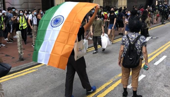 चीन के विरुद्ध प्रदर्शन में नज़र आया भारतीय झंडा