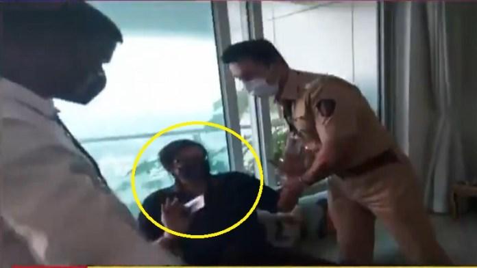 अर्णब गोस्वामी, मुंबई पुलिस