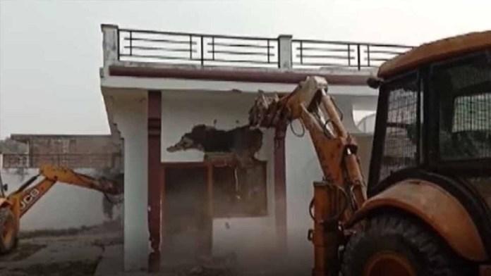 अवैध निर्माण- बुलडोजर