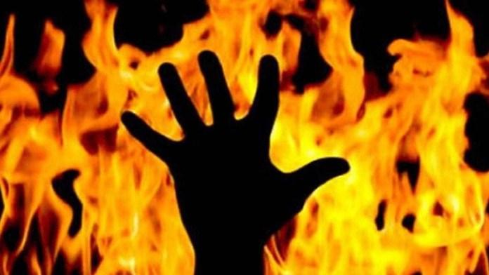 पैगंबर भीड़ पत्थर जला