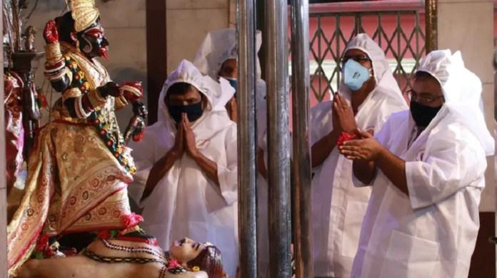हिंदू मंदिर कोरोना दान
