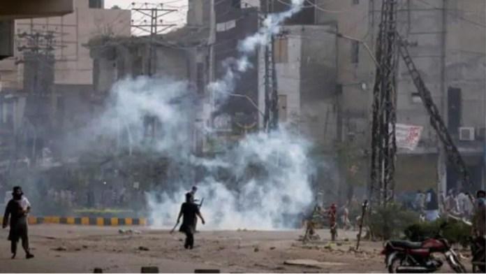 पाकिस्तान आँसू गैस वाटर कैनन