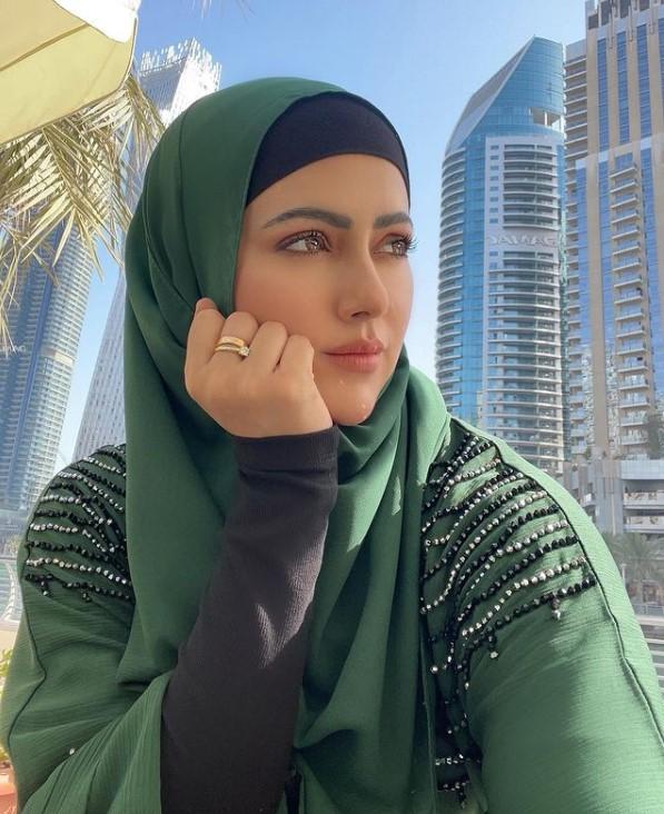 सना खान हिजाब