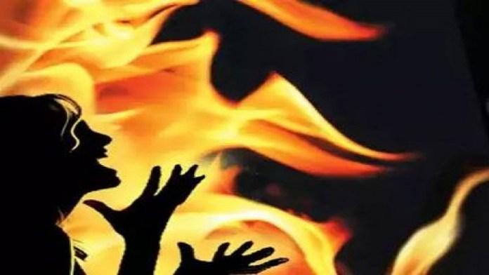 शौहर बीवी जिंदा जलाया