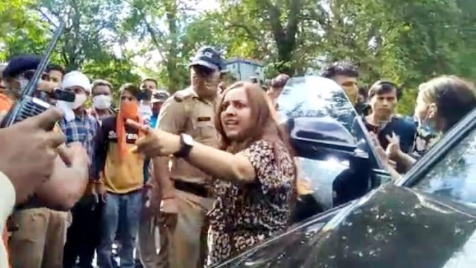 नैनीताल, महिला, पुलिस, कार