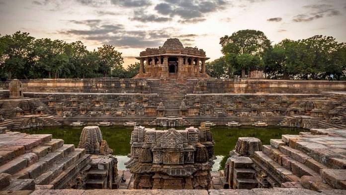 गुजरात के मेहसाणा स्थित मोढ़ेरा सूर्य मंदिर