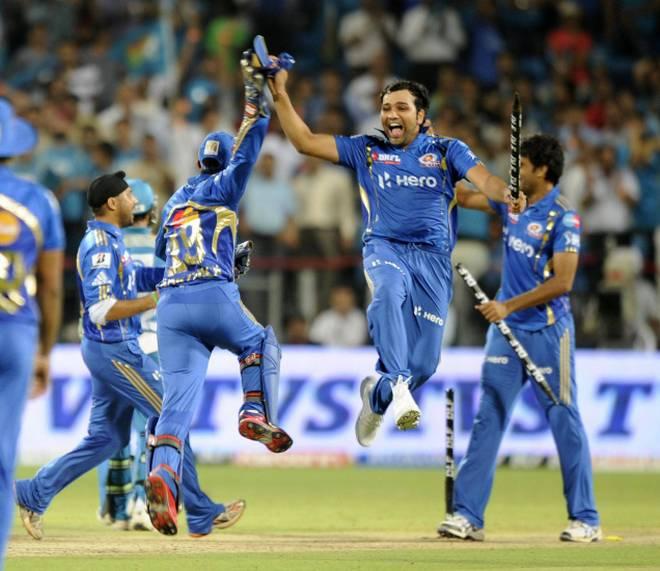 Mumbai Indians defending 120 against Pune Warriors (2012)