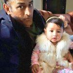 अपनी बेटी जिवा के साथ एमएस धोनी