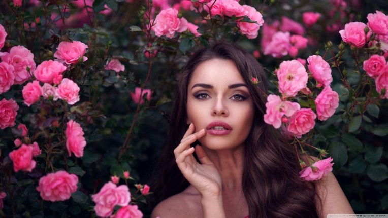 girl_and_flowers_2-wallpaper-1366x768