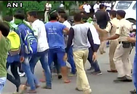 Lathi Charges on RJD workers ...