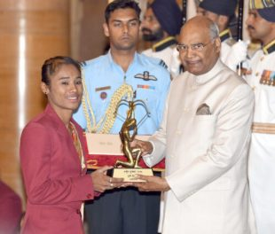 The President, Shri Ram Nath Kovind presenting the Arjuna Award, 2018 to Ms. Hima Das for Athletics, in a glittering ceremony, at Rashtrapati Bhavan, in in New Delhi on September 25, 2018.