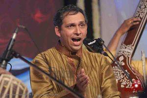 Read more about the article संगीत जो समां बांधता चला गया…- पं. आनंद भाटे