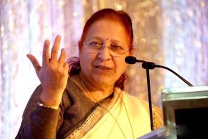 Read more about the article महिलाएं राजनीति को भी अपना क्षेत्र मानेंः सुमित्रा महाजन