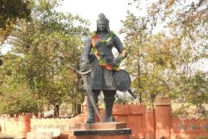 Read more about the article महारानी दुर्गावती ने जब अकबर को दिया था लोहा, जबलपुर में आज भी होती है इस वीरांगना की पूजा